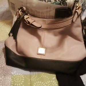 Handbags - Dooney and Bourk purse